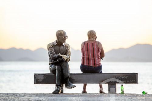 Estátua do poeta Carlos Drummond de Andrade ao amanhecer - Rio de Janeiro - Rio de Janeiro (RJ) - Brasil