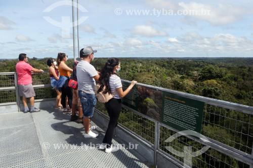 Turistas na torre de observação do Museu da Amazônia (MUSA) - Manaus - Amazonas (AM) - Brasil