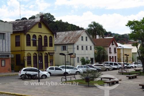 Casas em estilo colonial italiano no entorno da Praça Garibaldi - Antônio Prado - Rio Grande do Sul (RS) - Brasil