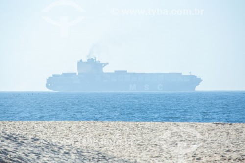 Navio cargueiro visto da Praia de Copacabana - Rio de Janeiro - Rio de Janeiro (RJ) - Brasil