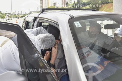 Vacinação contra Covid 19 no Estádio do Pacaembú - Sistema drive-thru - São Paulo - São Paulo (SP) - Brasil