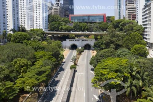 Foto feita com drone da Avenida e Túnel Nove de Julho com o Museu de Arte de São Paulo Assis Chateaubriand ao fundo - projeto de Lina Bo Bardi - São Paulo - São Paulo (SP) - Brasil
