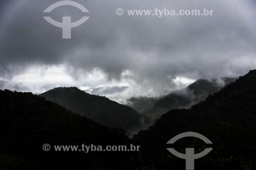 Paisagem na Serra da Mantiqueira com Mata Atlântica e chuva - São José dos Campos - São Paulo (SP) - Brasil