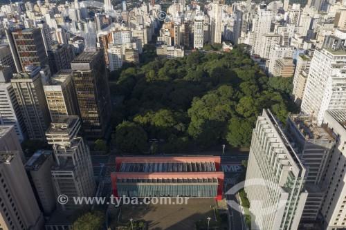 Foto feita com drone do Museu de Arte de São Paulo (MASP) com Parque Trianon ao fundo - São Paulo - São Paulo (SP) - Brasil