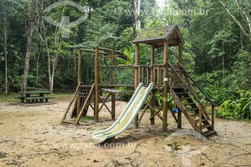 Playground infantil com brinquedos de madeira no Recanto dos Pintores - Parque Nacional da Tijuca - Rio de Janeiro - Rio de Janeiro (RJ) - Brasil