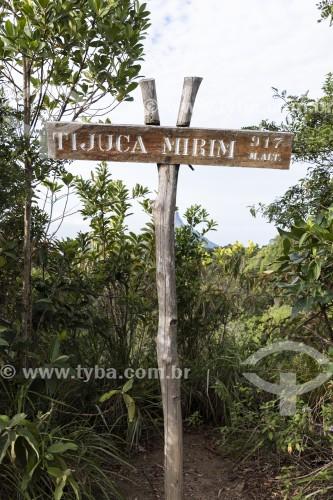 Placa de sinalização do Pico Tijuca Mirim - Parque Nacional da Tijuca - Rio de Janeiro - Rio de Janeiro (RJ) - Brasil