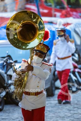 Músico da banda de música do Corpo de Bombeiros Militares do Rio de Janeiro (1856) durante as homenagens do Dia de São Jorge no Forte de Copacabana - Rio de Janeiro - Rio de Janeiro (RJ) - Brasil