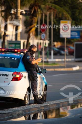 Polícial Militar na Praia de Copacabana  - Rio de Janeiro - Rio de Janeiro (RJ) - Brasil