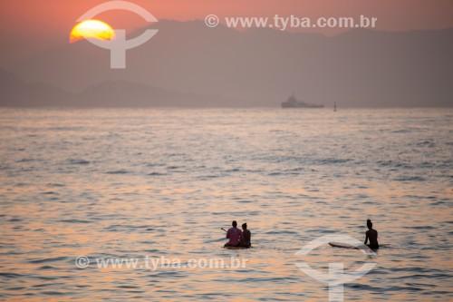 Praticantes de Stand up paddle no posto 6 da Praia de Copacabana  - Rio de Janeiro - Rio de Janeiro (RJ) - Brasil