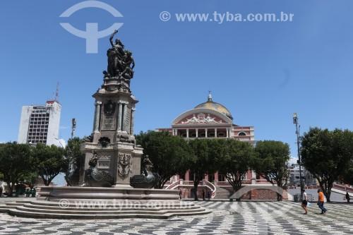 Praça São Sebastião - assim como em Copacabana o padrão foi inspirado na Praça do Rossio em Lisboa - com o Monumento à Abertura dos Portos às Nações Amigas (1900) e o Teatro Amazonas (1896)  - Manaus - Amazonas (AM) - Brasil