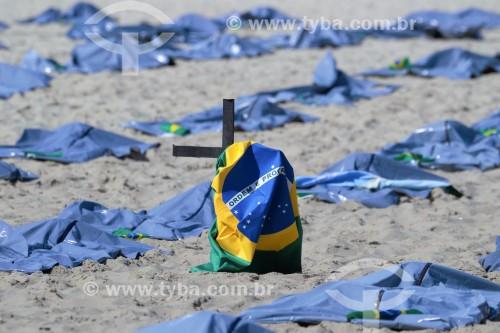 ONG Rio de Paz realiza manifestação na Praia de Copacabana pelas 400 mil mortes de Covid 19 no Brasil - Rio de Janeiro - Rio de Janeiro (RJ) - Brasil