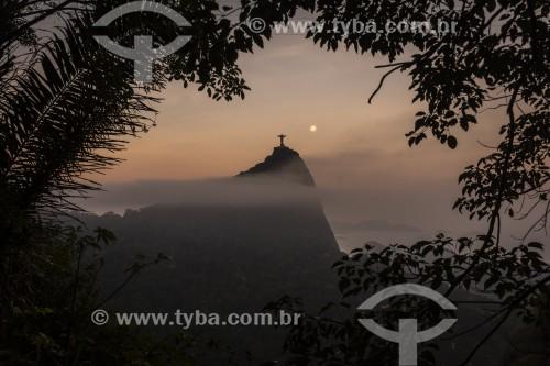 Vista do Cristo Redentor ao entardecer à partir das Paineiras - Rio de Janeiro - Rio de Janeiro (RJ) - Brasil