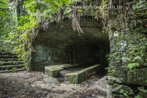 Lavanderia histórica feita dentro de caverna e utilizada por antigos escravos - Parque Nacional da Tijuca - Rio de Janeiro - Rio de Janeiro (RJ) - Brasil