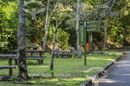 Praça da Moganga - Área de descanso com mesas de pedra - Parque Nacional da Tijuca - Rio de Janeiro - Rio de Janeiro (RJ) - Brasil
