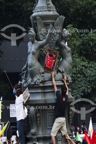 Manifestação contra o Presidente Jair Bolsonaro no Largo da Carioca - Rio de Janeiro - Rio de Janeiro (RJ) - Brasil