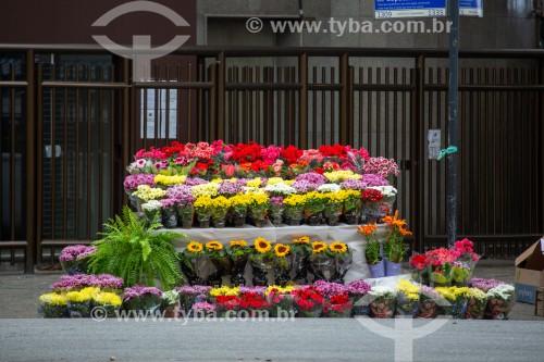 Banca de venda de flores na esquina da Avenida Nossa Senhora de Copacabana com Rua Rainha Elizabeth - Rio de Janeiro - Rio de Janeiro (RJ) - Brasil