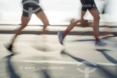 Pessoas praticando corrida na Avenida Atlântica - Rio de Janeiro - Rio de Janeiro (RJ) - Brasil