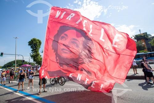 Bandeira gigante com a imagem de Marielle Franco -  Manifestação em oposição ao governo do presidente Jair Messias Bolsonaro - Rio de Janeiro - Rio de Janeiro (RJ) - Brasil