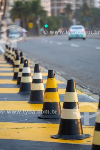 Cones de sinalização de trânsito na Avenida Atlântica - Rio de Janeiro - Rio de Janeiro (RJ) - Brasil