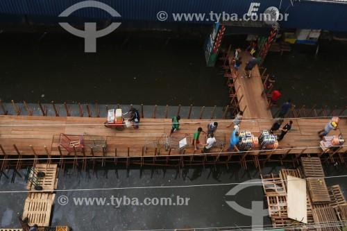 Passarelas improvisadas no centro histórico de Manaus  durante a maior cheia do Rio Negro desde o início dos registros em 1902 - Manaus - Amazonas (AM) - Brasil