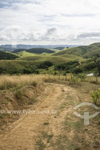 Estrada de terra em área rural - Vassouras - Rio de Janeiro (RJ) - Brasil