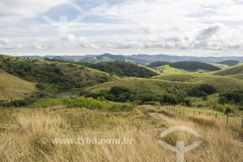 Paisagem rural com fazendas e vegetação remanescente de Mata Atlântica - Vassouras - Rio de Janeiro (RJ) - Brasil