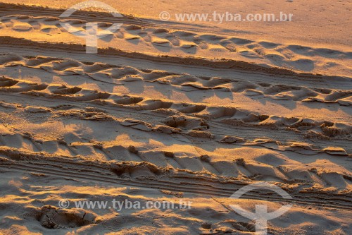 Marcas de pneu na areia da Praia de Copacabana - Rio de Janeiro - Rio de Janeiro (RJ) - Brasil