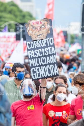 Manifestantes com máscara e face shield para proteção contra o Covid 19 - Manifestação em oposição ao governo do presidente Jair Messias Bolsonaro - Rio de Janeiro - Rio de Janeiro (RJ) - Brasil