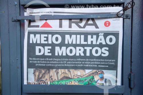 Edição do jornal Extra do dia 20 de junho com manchete informando que o Brasil contabilizou 500.000 mortos pela Covid 19 - Rio de Janeiro - Rio de Janeiro (RJ) - Brasil