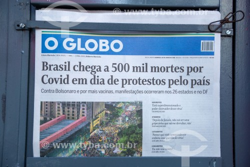 Edição do jornal O Globo do dia 20 de junho com manchete informando que o Brasil contabilizou 500.000 mortos pela Covid 19 - Rio de Janeiro - Rio de Janeiro (RJ) - Brasil