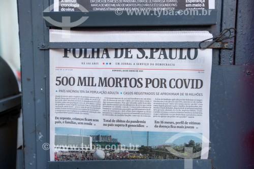 Edição do jornal Folha de São Paulo do dia 20 de junho com manchete informando que o Brasil contabilizou 500.000 mortos pela Covid 19 - Rio de Janeiro - Rio de Janeiro (RJ) - Brasil