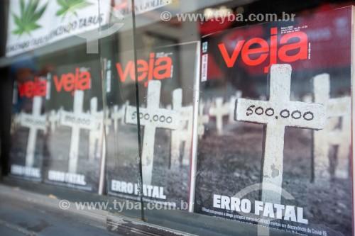 Edição da Revista Veja com manchete informando que o Brasil contabilizou 500.000 mortos pela Covid 19 - Rio de Janeiro - Rio de Janeiro (RJ) - Brasil