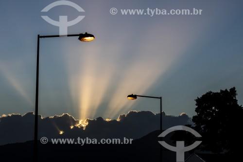 Pôr do sol entre nuvens - São Francisco do Sul - Santa Catarina (SC) - Brasil