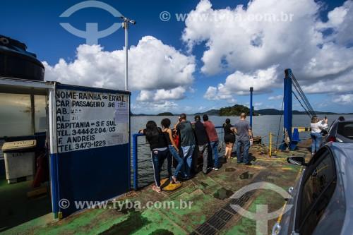 Balsa fazendo a travessia Vila da Glória-São Francisco do Sul - Baía da Babitonga - São Francisco do Sul - Santa Catarina (SC) - Brasil