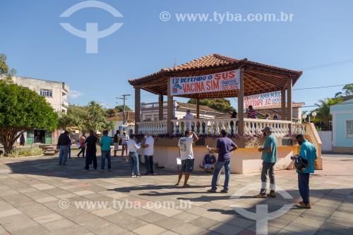 Vacinação em coreto da Praça Antônio Carlos - Guarani - Minas Gerais (MG) - Brasil