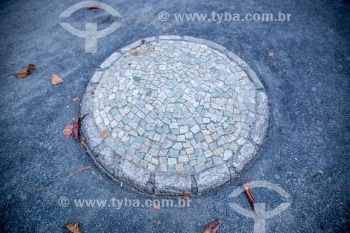 Ilha de pedras portuguesas na ciclovia da Avenida Atlântica - Posto 6 - Rio de Janeiro - Rio de Janeiro (RJ) - Brasil