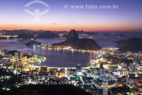 Vista da Enseada de Botafogo com o Pão de Açúcar durante o amanhecer a partir do Mirante Dona Marta  - Rio de Janeiro - Rio de Janeiro (RJ) - Brasil