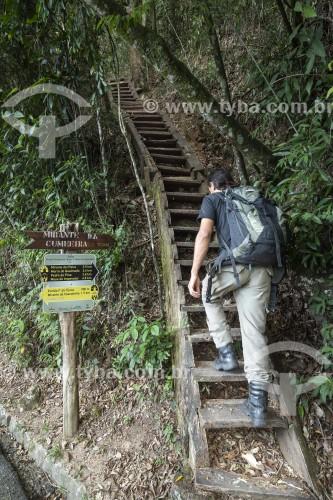 Homem subindo escada (Escada Amado Nervo) em início de trilha do Parque Nacional da Tijuca - Rio de Janeiro - Rio de Janeiro (RJ) - Brasil