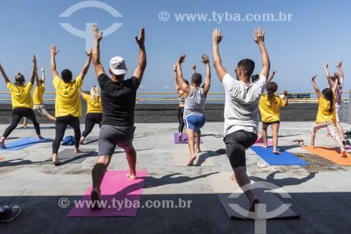 Praticantes de Yoga ao ar livre - Rio de Janeiro - Rio de Janeiro (RJ) - Brasil
