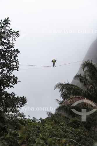 Praticante de slackline no Morro Dois Irmãos - Rio de Janeiro - Rio de Janeiro (RJ) - Brasil