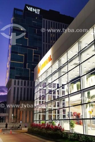 Fachada do Supermercado Mundial com hotel Venit ao fundo - Rio de Janeiro - Rio de Janeiro (RJ) - Brasil