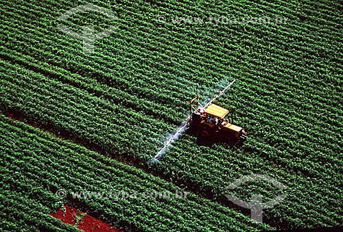 Cultivo mecanizado em plantação de soja - RS - Brasil / Data: 1995