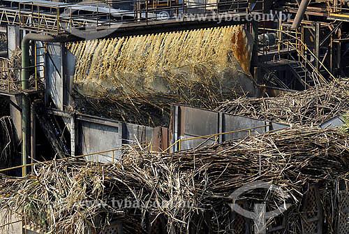 Usina de processamento de Cana de Açúcar - Álcool - Usina Costa Pinto - Piracicaba - SP - Setembro de 2007  - Piracicaba - São Paulo - Brasil