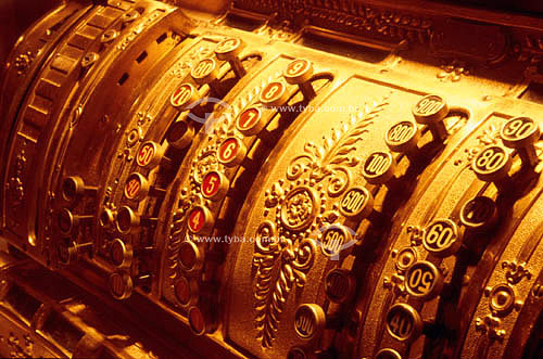 Máquina registradora dourada antiga
