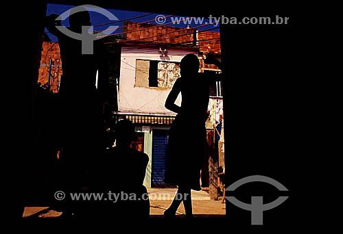 Silhueta de meninos - Favela da Mangueira - Rio de Janeiro - RJ - Brasil  - Rio de Janeiro - Rio de Janeiro - Brasil