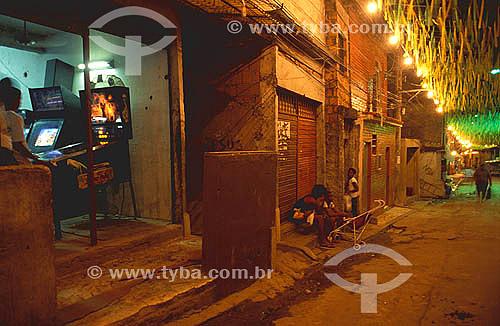 Video game - Favela ou Morro da Mangueira iluminado - Buraco Quente - Rio de Janeiro - RJ - Brasil  - Rio de Janeiro - Rio de Janeiro - Brasil