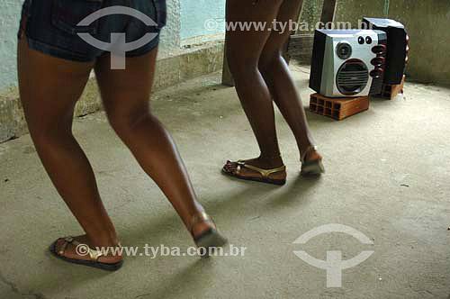 Meninas dançando funk - Sambaetiba / Itaboraí - RJ - Brasil - 7/01/2007   - Itaboraí - Rio de Janeiro - Brasil