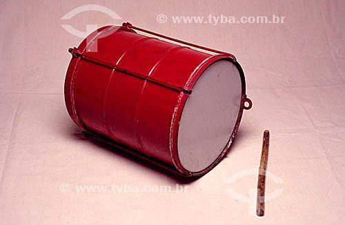 Instrumento de percussão - surdo