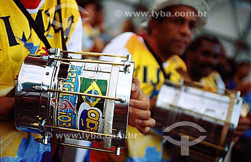 Instrumento de percussão - cuíca - bateria de Escola de SambaPercussion instrument - battery of a Samba Parade