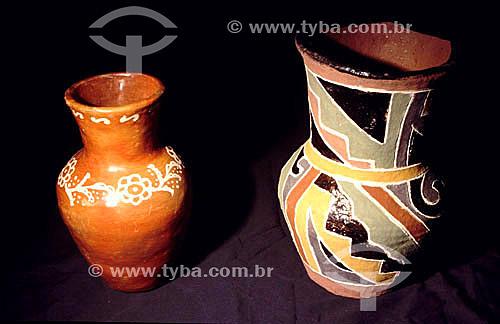 Artesanato - Duas jarras de cerâmica Terena e Kadiwéu - MS - Brasil  - Mato Grosso do Sul - Brasil
